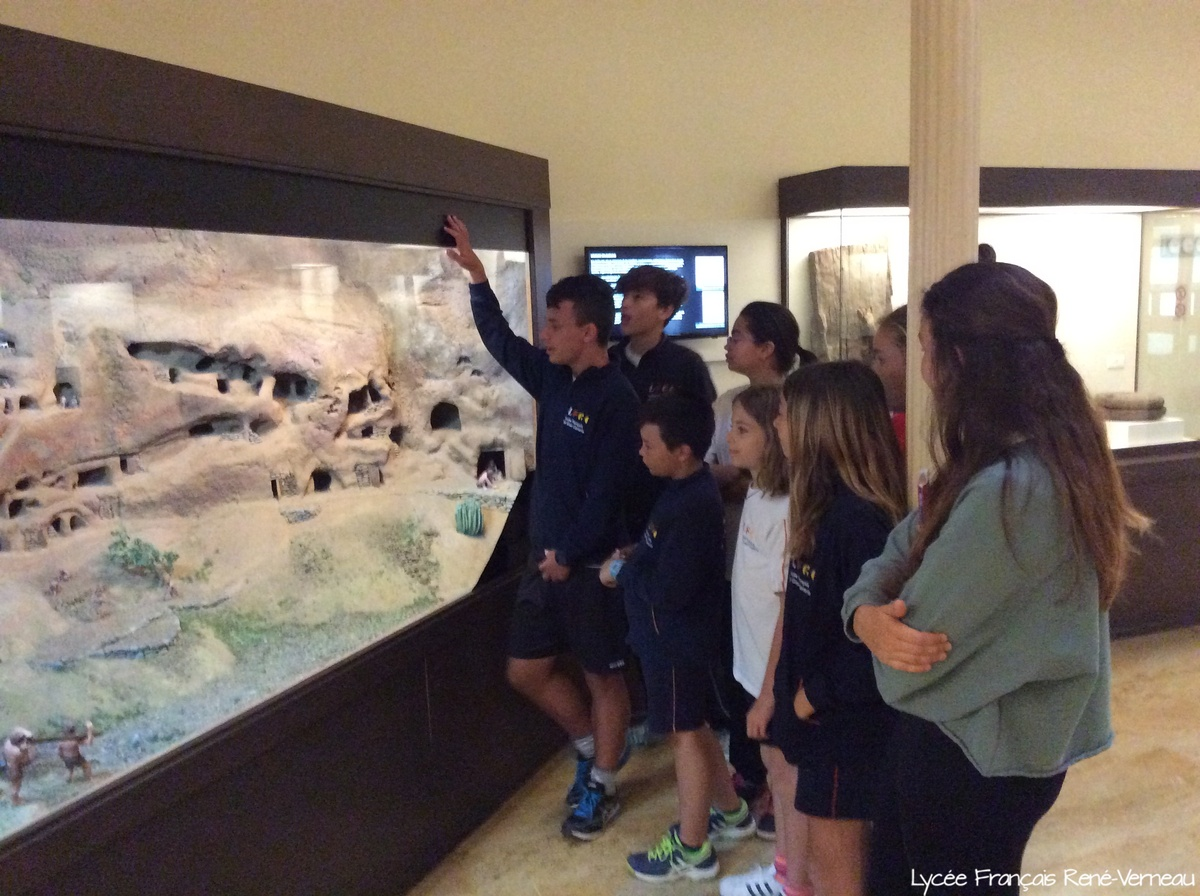 Nuestros alumnos de 2º de la ESO, perfectos guías por un día en el Museo Canario