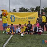 Los alumnos de la actividad extraescolar de fútbol participan en un torneo amistoso